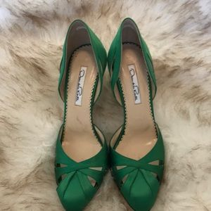 Oscar de la Renta satin green pumps.